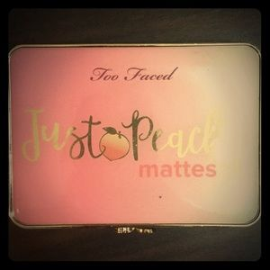 Just Peachy mattes Too Faced Palette